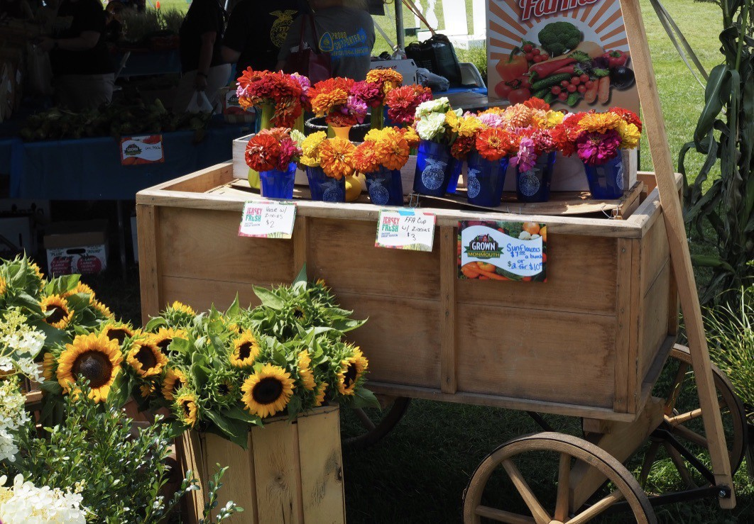A flower cart with little flowerpots on it.